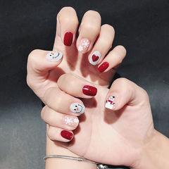 方圆形红色白色手绘圣诞雪花美甲图片