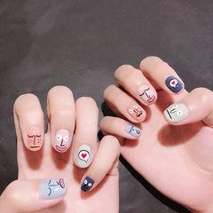 圆形粉色蓝色绿色手绘韩式跳色美甲图片