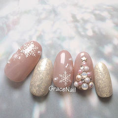 圆形粉色银色钻珍珠圣诞雪花美甲图片