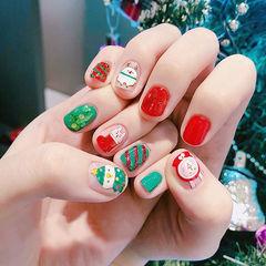 圆形红色绿色手绘可爱斜纹圣诞美甲图片