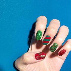 圆形红色绿色斜纹亮片圣诞美甲图片