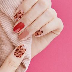 圆形红色焦糖色手绘豹纹美甲图片