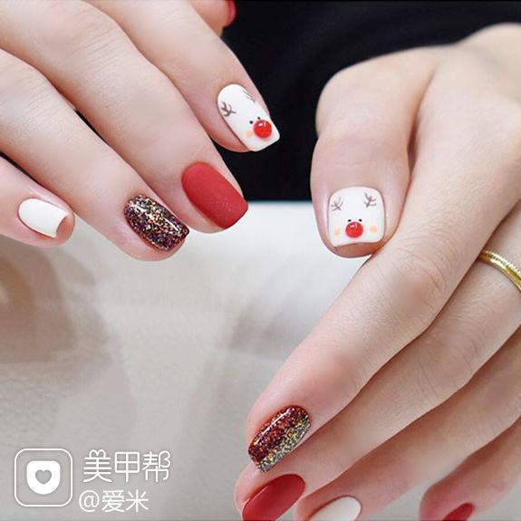 方圆形红色白色手绘麋鹿圣诞磨砂美甲图片