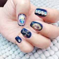 方圆形蓝色钻克罗心韩式包边美甲图片