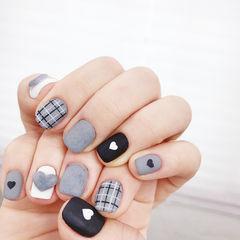 方圆形黑色灰色格纹心形磨砂美甲图片