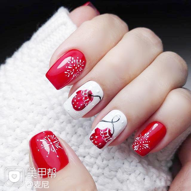 方圆形红色白色手绘圣诞美甲图片