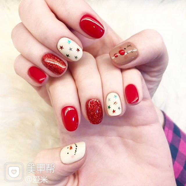 圆形红色白色棕色手绘圣诞亮片美甲图片
