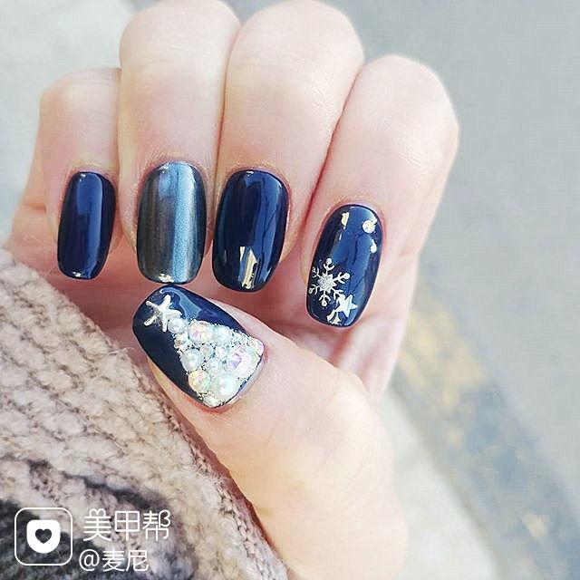 方圆形蓝色钻珍珠圣诞美甲图片