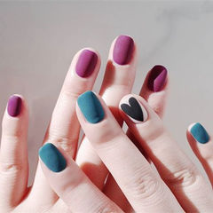 方圆形蓝色紫色黑色心形磨砂美甲图片
