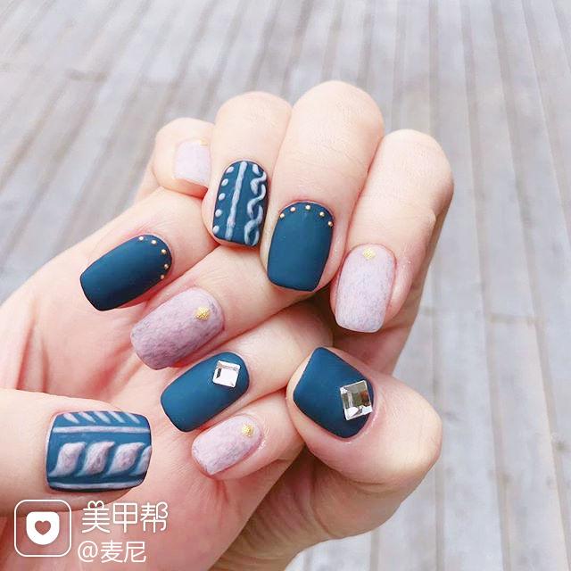 方圆形蓝色灰色手绘毛衣纹磨砂美甲图片