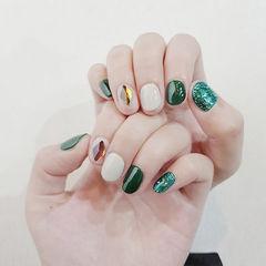 圆形绿色裸色钻美甲图片