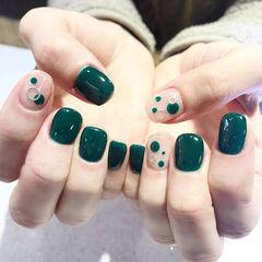 方圆形绿色波点美甲图片