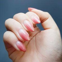 圆形粉色渐变金箔简约上班族美甲图片