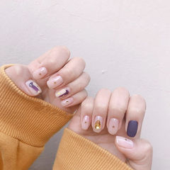 方圆形紫色裸色亮片晕染磨砂美甲图片