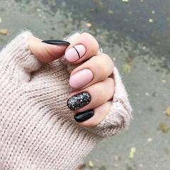 圆形粉色黑色线条简约跳色美甲图片