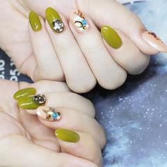 圆形绿色钻贝壳片美甲图片
