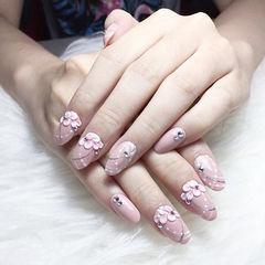 圆形粉色雕花钻日式新娘美甲图片