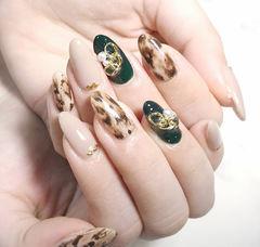 圆形绿色裸色棕色手绘豹纹金属饰品珍珠美甲图片