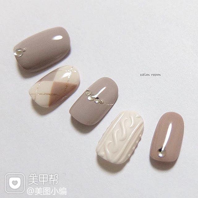 圆形裸色白色毛衣纹菱形美甲图片