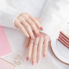 圆形粉色裸色格纹简约美甲图片