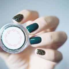 方圆形绿色纯色简约闪粉美甲图片
