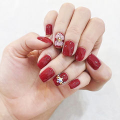 方圆形红色雕花新娘新年美甲图片