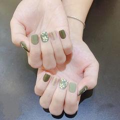 方圆形绿色银色手绘花朵短指甲美甲图片
