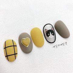 圆形黄色裸色格子心形手绘猫咪可爱磨砂美甲图片