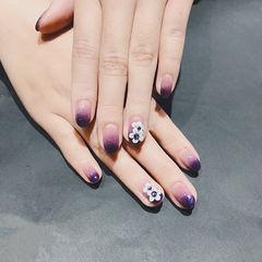 圆形紫色渐变雕花美甲图片