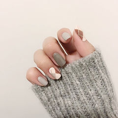 方圆形棕色灰色手绘菱形美甲图片