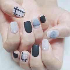 方圆形黑色灰色线条磨砂皮草胶心形美甲图片