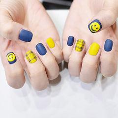 方圆形蓝色黄色格纹笑脸磨砂美甲图片