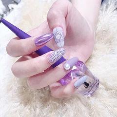 圆形香芋紫色手绘毛呢花朵珍珠磨砂美甲图片