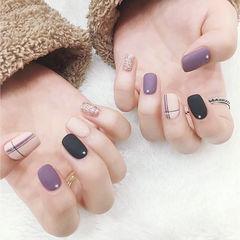 方圆形紫色黑色白色线条跳色磨砂美甲图片