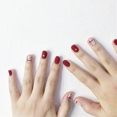 圆形红色白色线条磨砂美甲图片