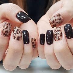 方圆形黑色棕色手绘豹纹美甲图片
