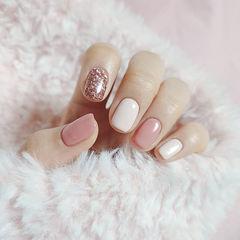 方圆形粉色白色银色跳色简约上班族美甲图片