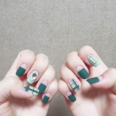 方圆形绿色平法式钻格纹磨砂美甲图片