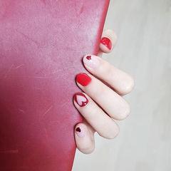 圆形红色白色心形亮片镂空短指甲美甲图片