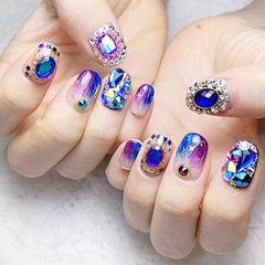 方圆形蓝色紫色晕染钻亮片韩式美甲图片