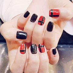 方圆形红色黑色格纹美甲图片