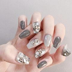方形灰色钻美甲图片