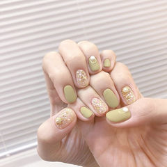 圆形绿色金箔磨砂美甲图片