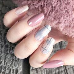 方圆形粉色蓝色格纹美甲图片