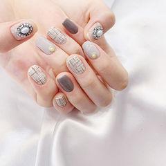 方圆形灰色裸色手绘毛呢珍珠美甲图片