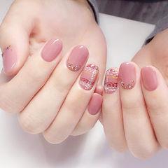 圆形粉色格纹钻简约上班族美甲图片