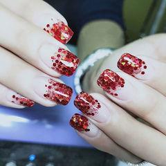 方圆形红色亮片渐变新娘美甲图片