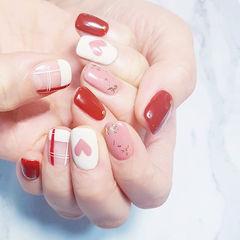 方圆形红色粉色白色格纹手绘心形金箔美甲图片