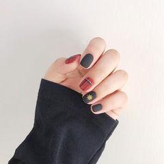 方圆形红色黑色格纹磨砂美甲图片