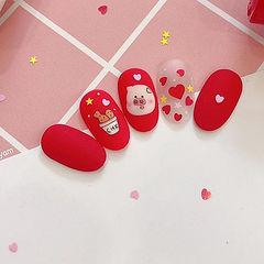 圆形红色裸色手绘小猪新年亮片美甲图片